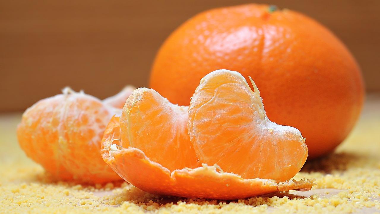 clementine e spicchi di clementine
